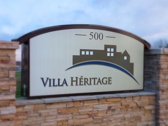 P1250324_villa_heritage_logo_sign_560